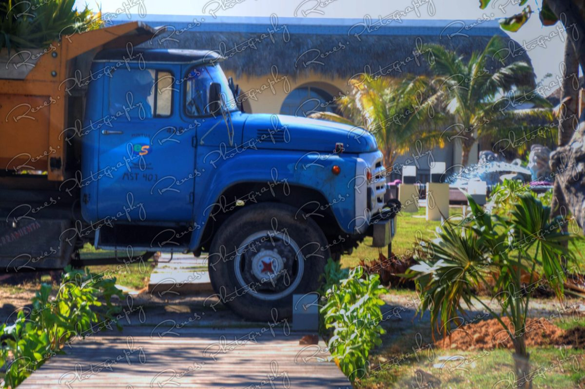 ZIL 130 on the streets of Varadero Cuba 3 scaled