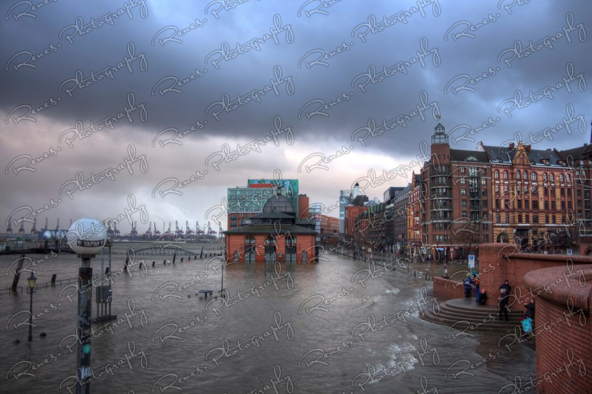 Storm surge in the Harbour of Hamburg Germany 7 scaled